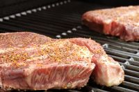 Consumul de carne rosie poate cauza cancer